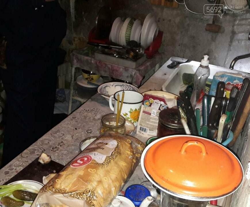 В Каменском женщина едва не зарезала мужа, фото-1