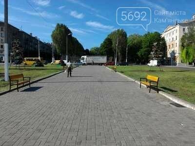 Центр Каменского украсили цветами, фото-1