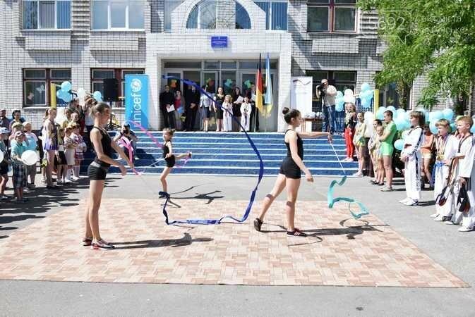 В Каменском при содействии Детского фонда ООН открыли спортплощадку, фото-1