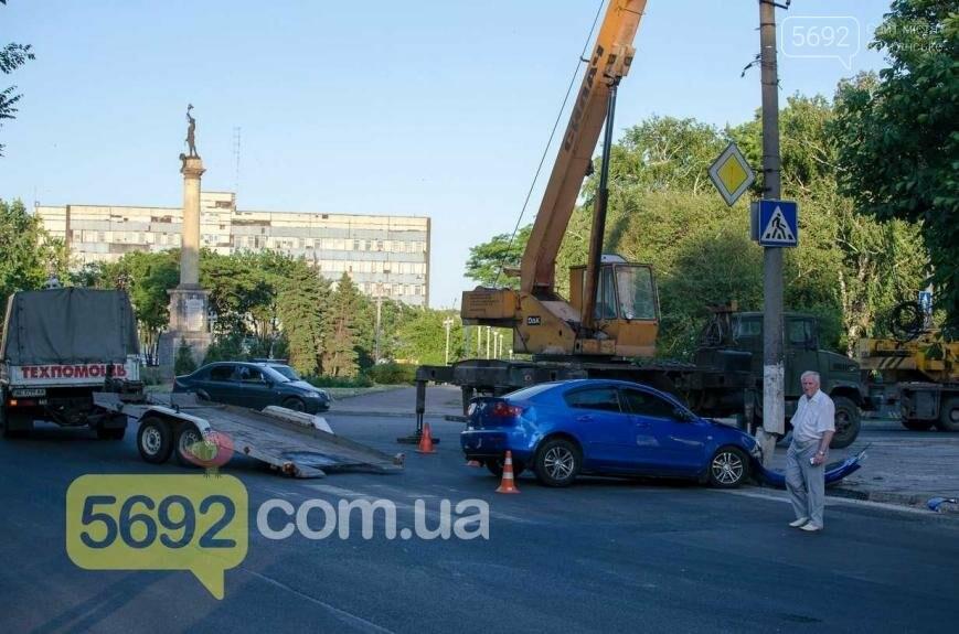 """В Каменском возле """"Прометея"""" произошло ДТП, фото-4"""