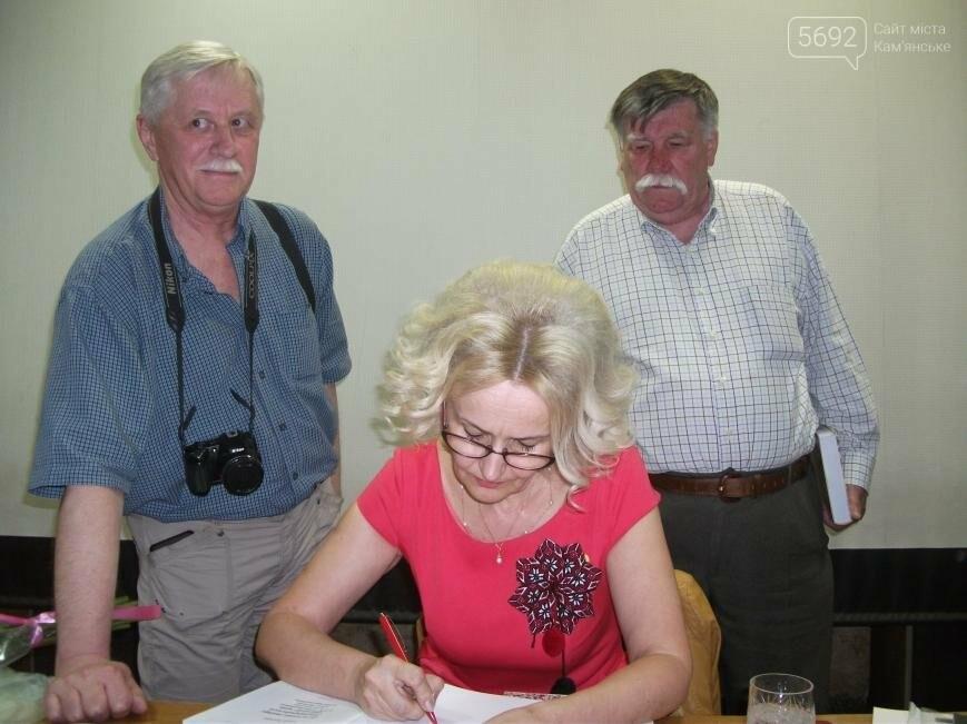 Ирина Фарион представила в Каменском свою новую монографию, фото-6