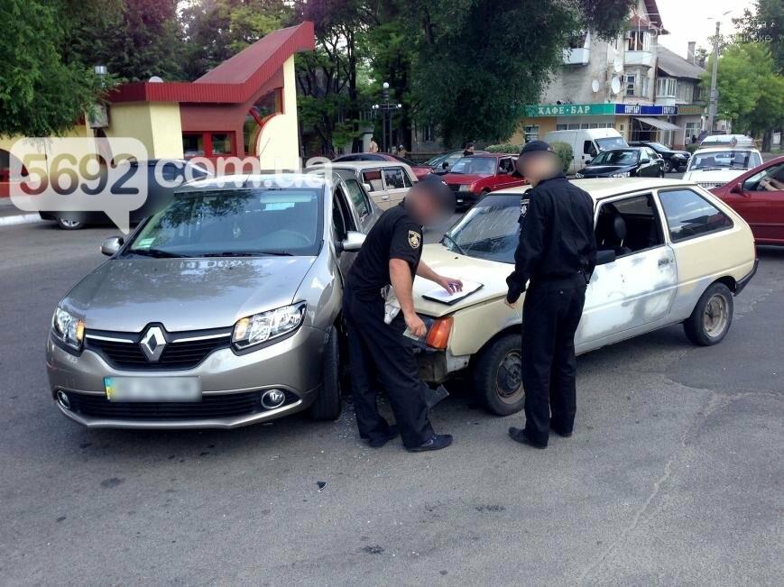 В Каменском произошло ДТП на проспекте Аношкина, фото-2