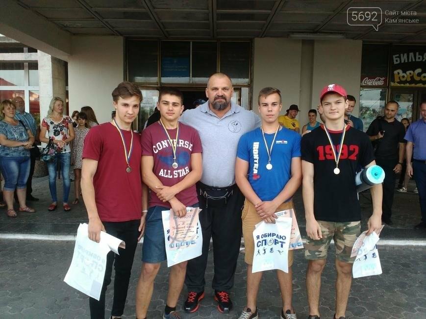 Василий Вирастюк судил гиревиков и раздавал автографы в Каменском, фото-2