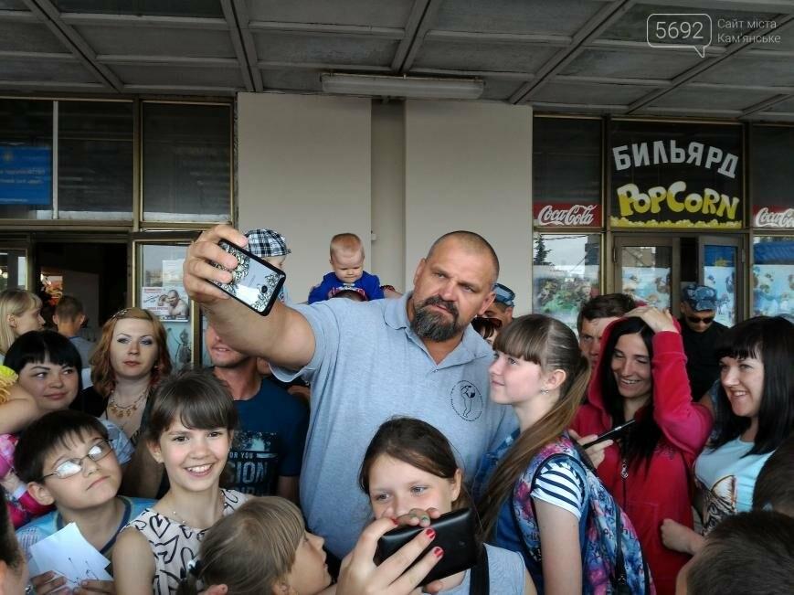 Василий Вирастюк судил гиревиков и раздавал автографы в Каменском, фото-6
