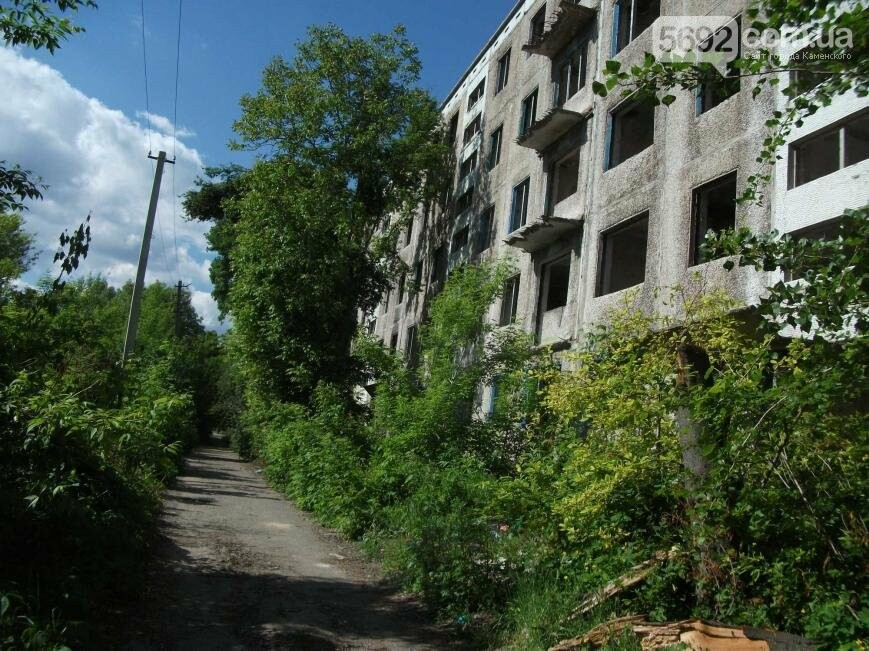 Как живут на развалинах в Каменском, фото-6