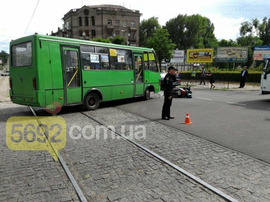 В ДТП на проспекте Свободы в Каменском пострадал водитель скутера, фото-3