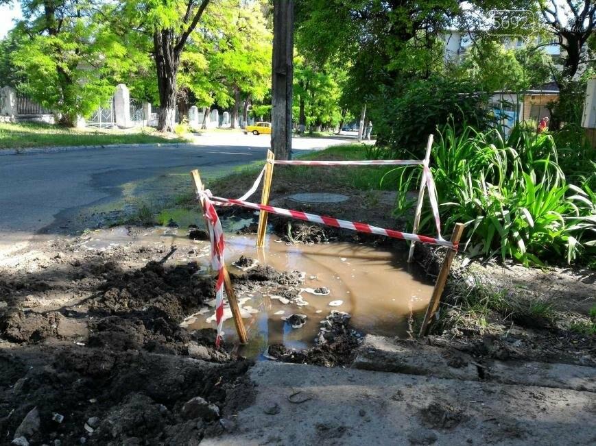 На улице Магнитогорской в Каменском снова прорыв водопровода, фото-1