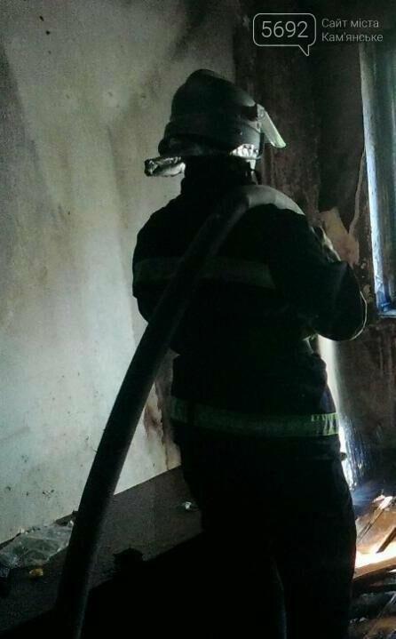 В Каменском тушили пожар в заброшенной квартире на Грушевского, фото-2