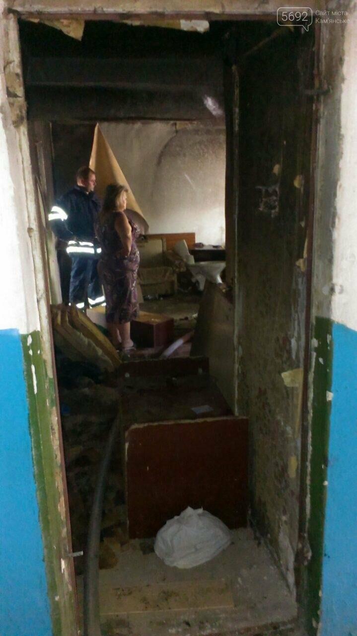 В Каменском тушили пожар в заброшенной квартире на Грушевского, фото-3