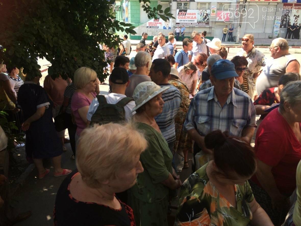 Каменчане собрались возле «Горгаза», чтобы отстоять свои права , фото-6