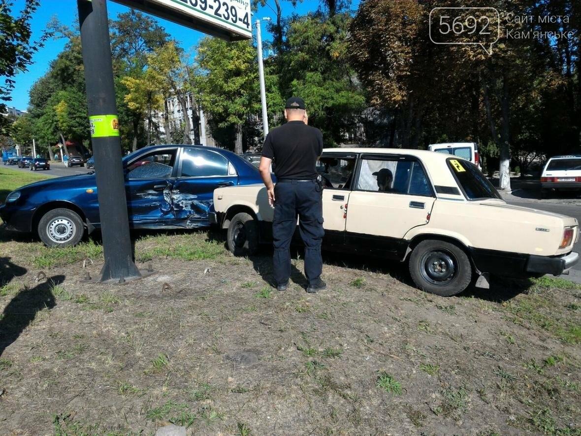 В Каменском произошло ДТП на пересечении проспекта Аношкина и улицы Магнитогорской, фото-1
