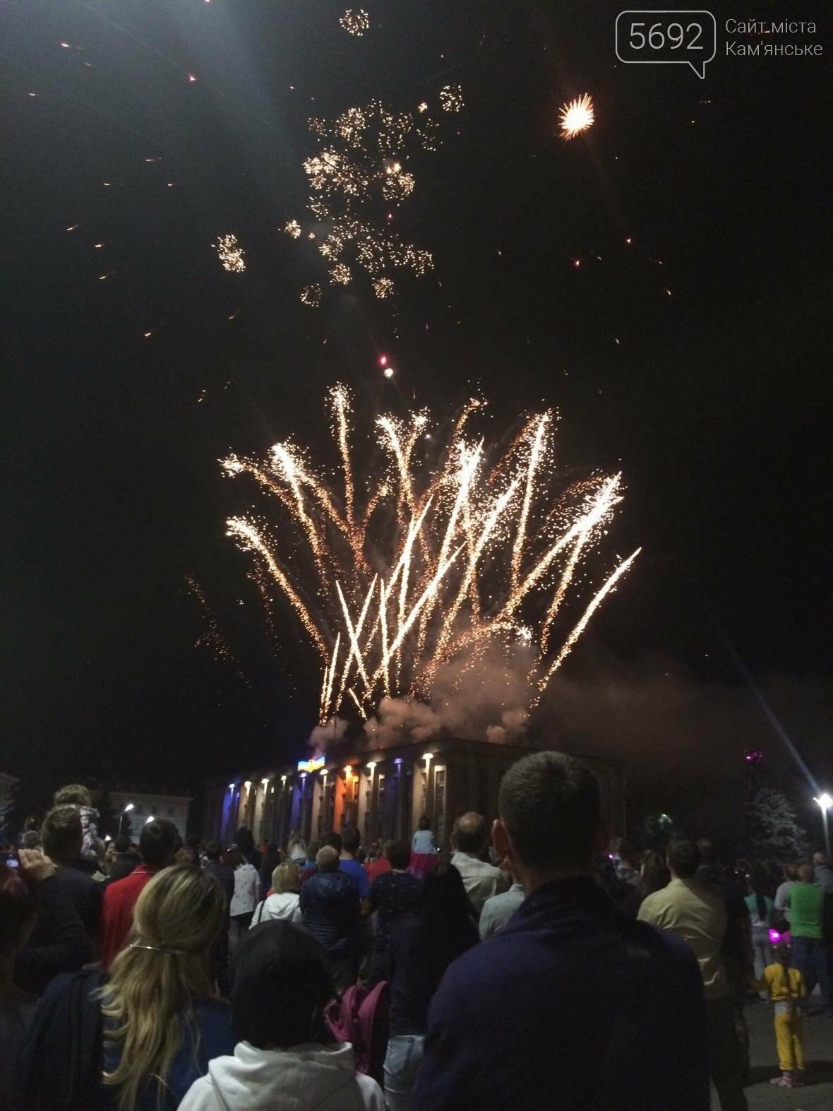 Концерт, праздничный фейерверк и огненное шоу – День города в Каменском, фото-4