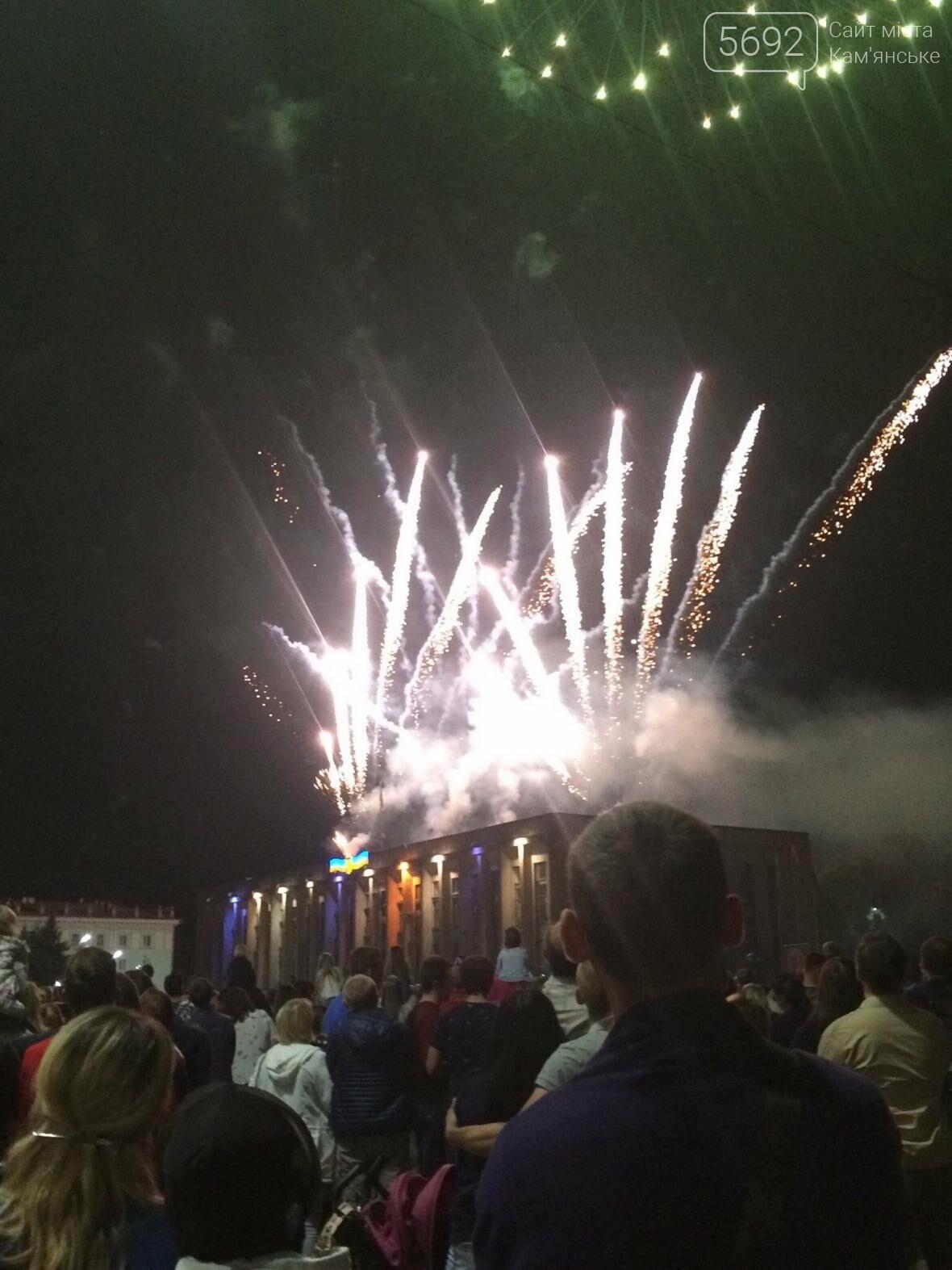 Концерт, праздничный фейерверк и огненное шоу – День города в Каменском, фото-1