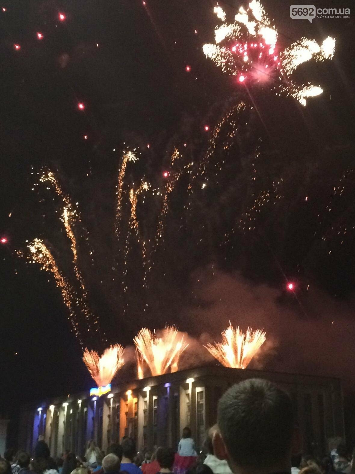 Концерт, праздничный фейерверк и огненное шоу – День города в Каменском, фото-2