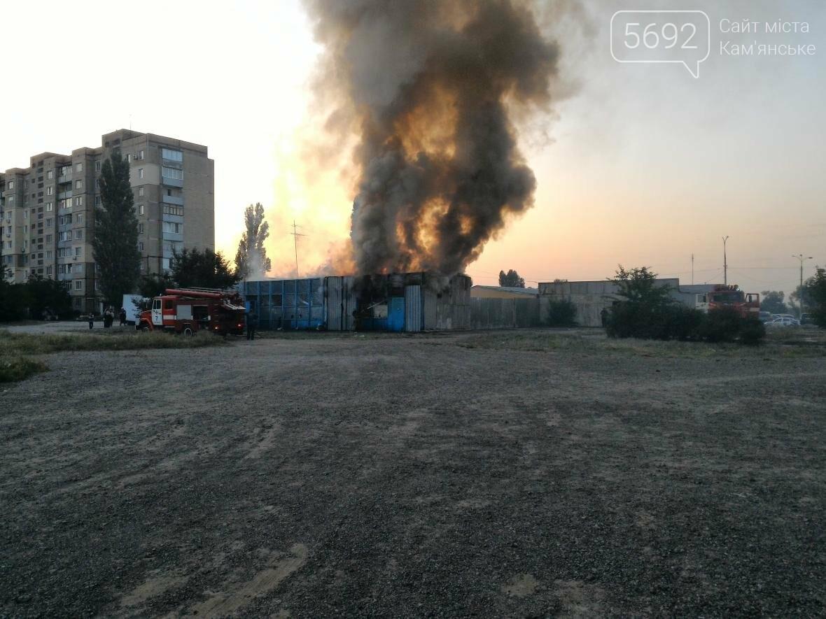 В Каменском на бульваре Освободителей вспыхнул пожар, фото-3