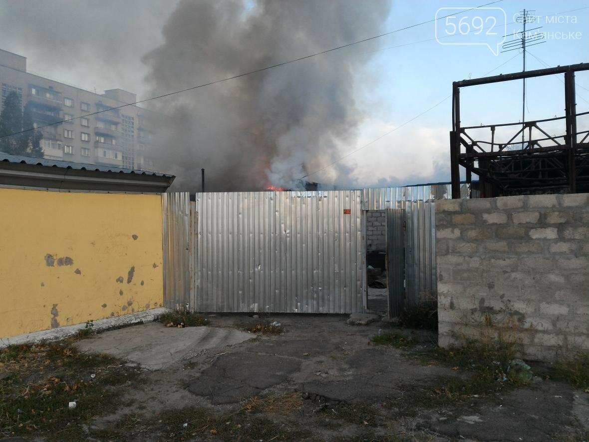 В Каменском на бульваре Освободителей вспыхнул пожар, фото-4