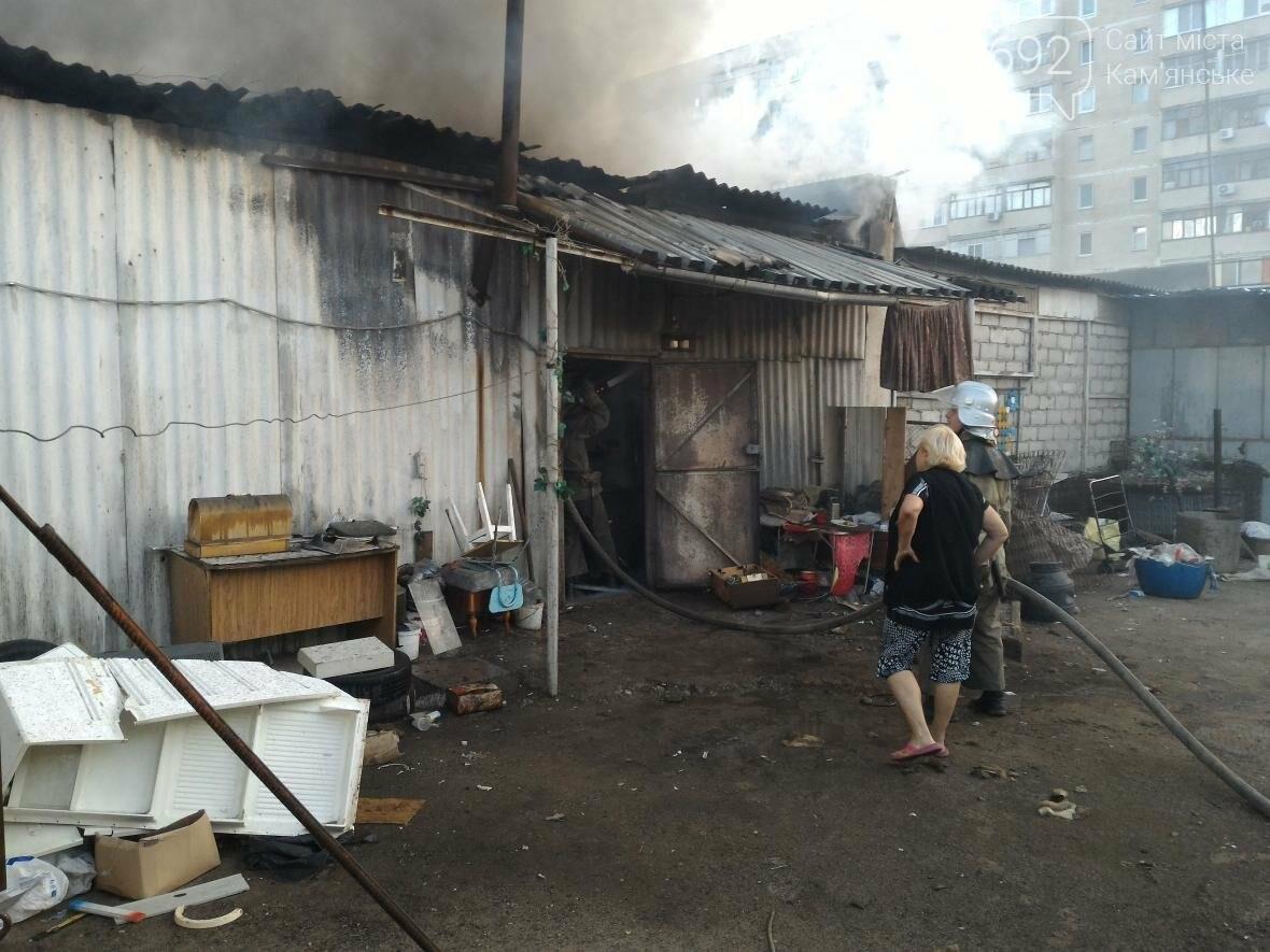 В Каменском на бульваре Освободителей вспыхнул пожар, фото-5