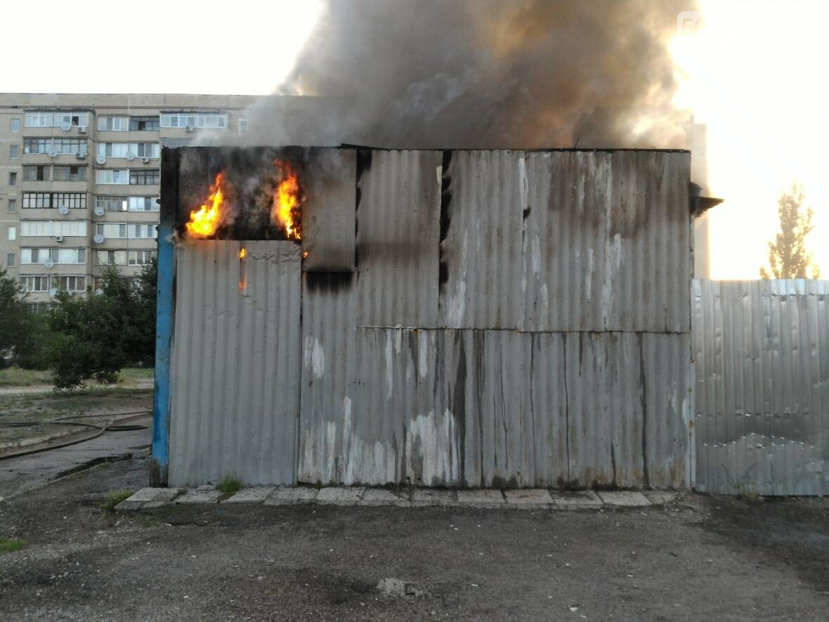 В Каменском на бульваре Освободителей вспыхнул пожар, фото-1