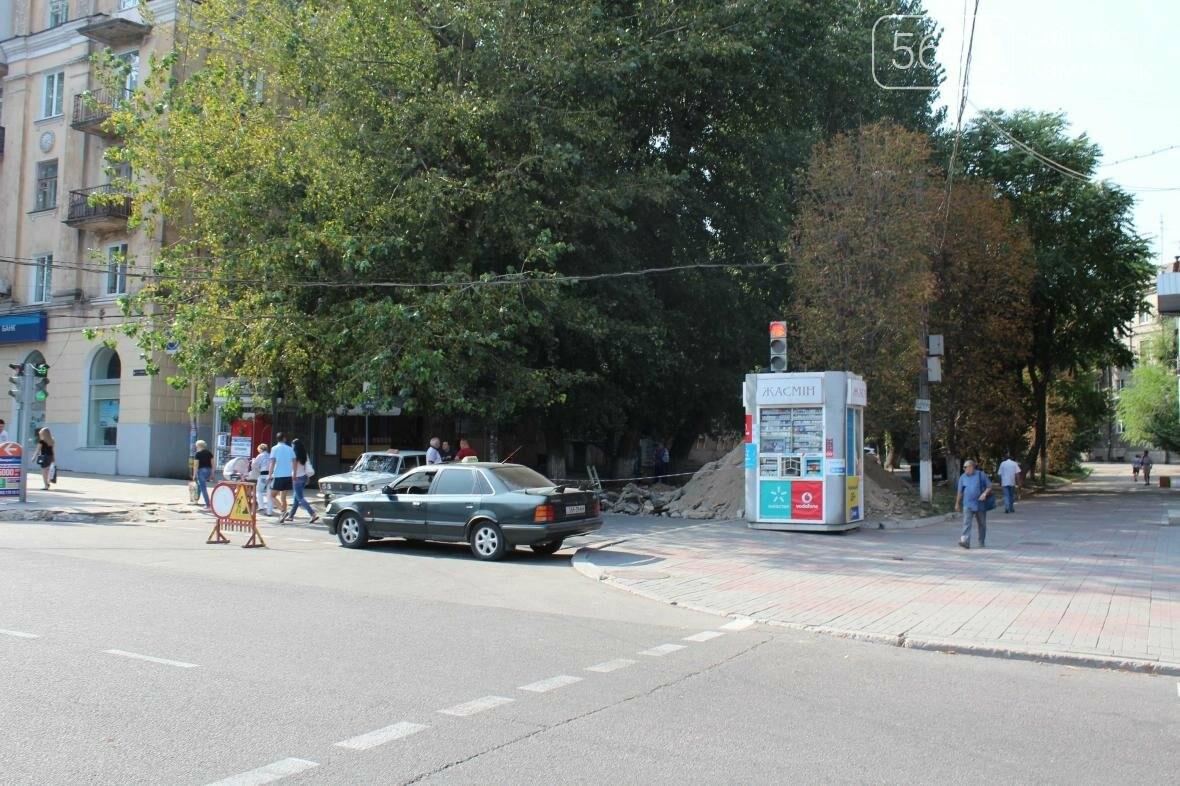В Каменском перекрыли участок улицы из-за ремонта трубы , фото-3