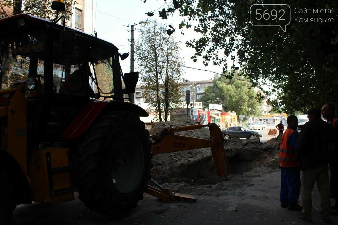В Каменском перекрыли участок улицы из-за ремонта трубы , фото-2