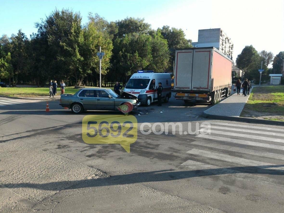 В Каменском столкнулись BMW и фура , фото-3