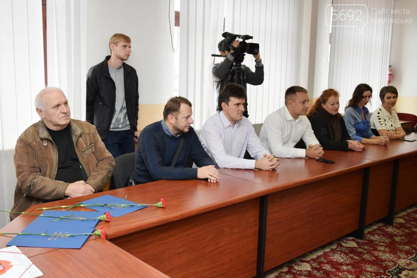 Перевозчиков Каменского поздравили с Днем автомобилиста, фото-1