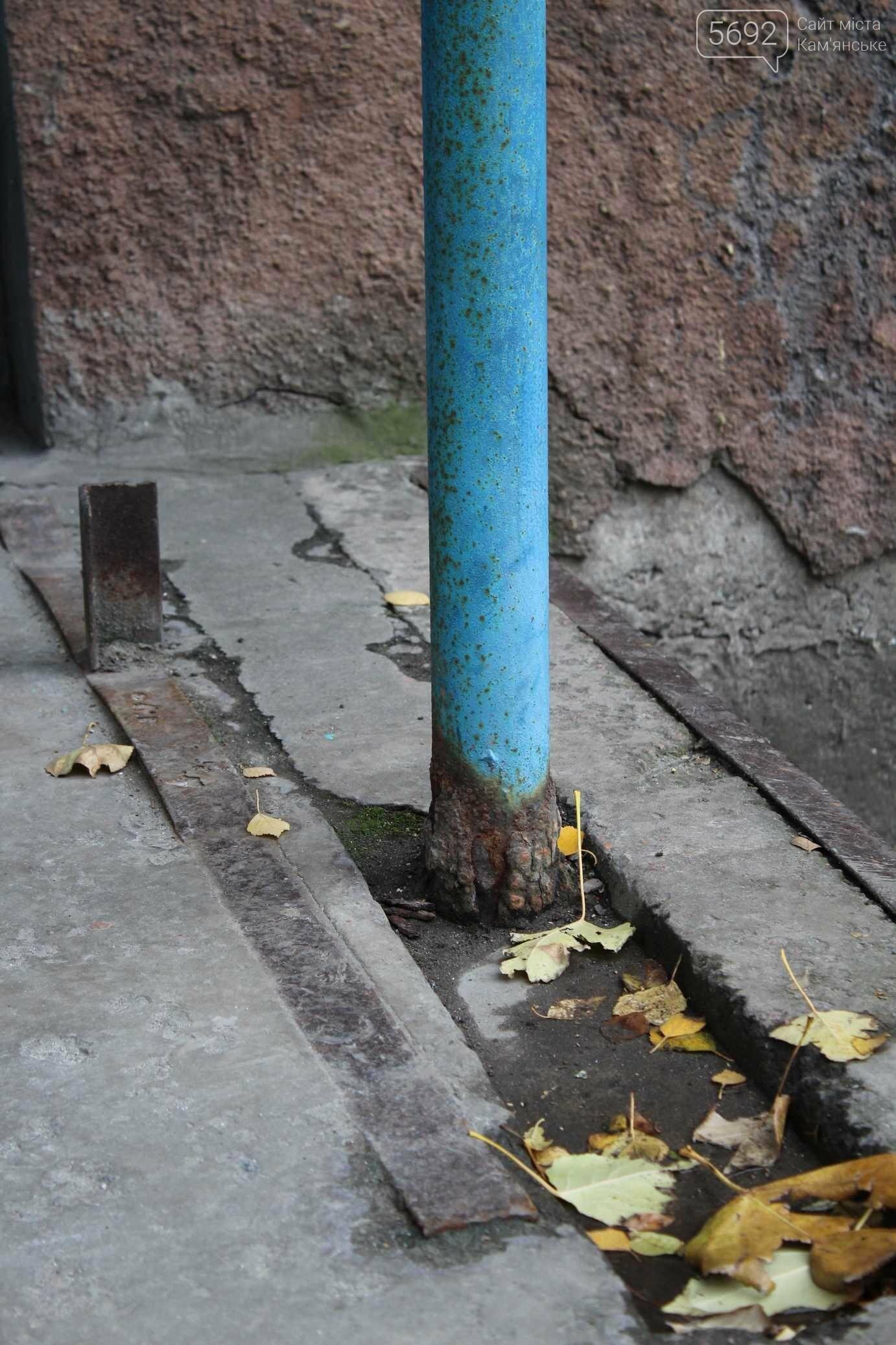 В Каменском еще много аварийных подъездов, фото-3