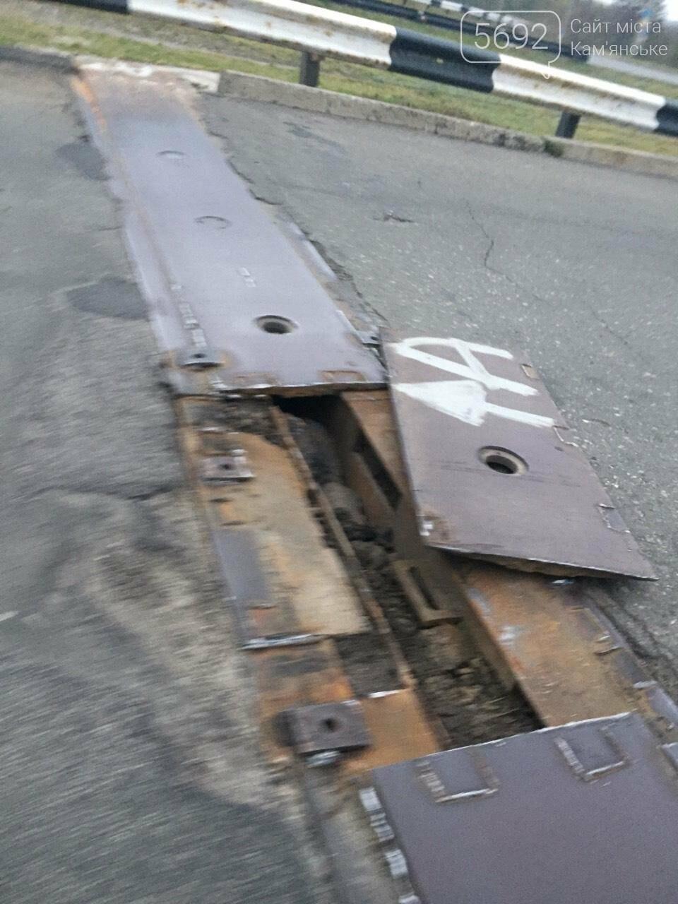 В Каменском снова разошелся шов на мостовом переходе, фото-1