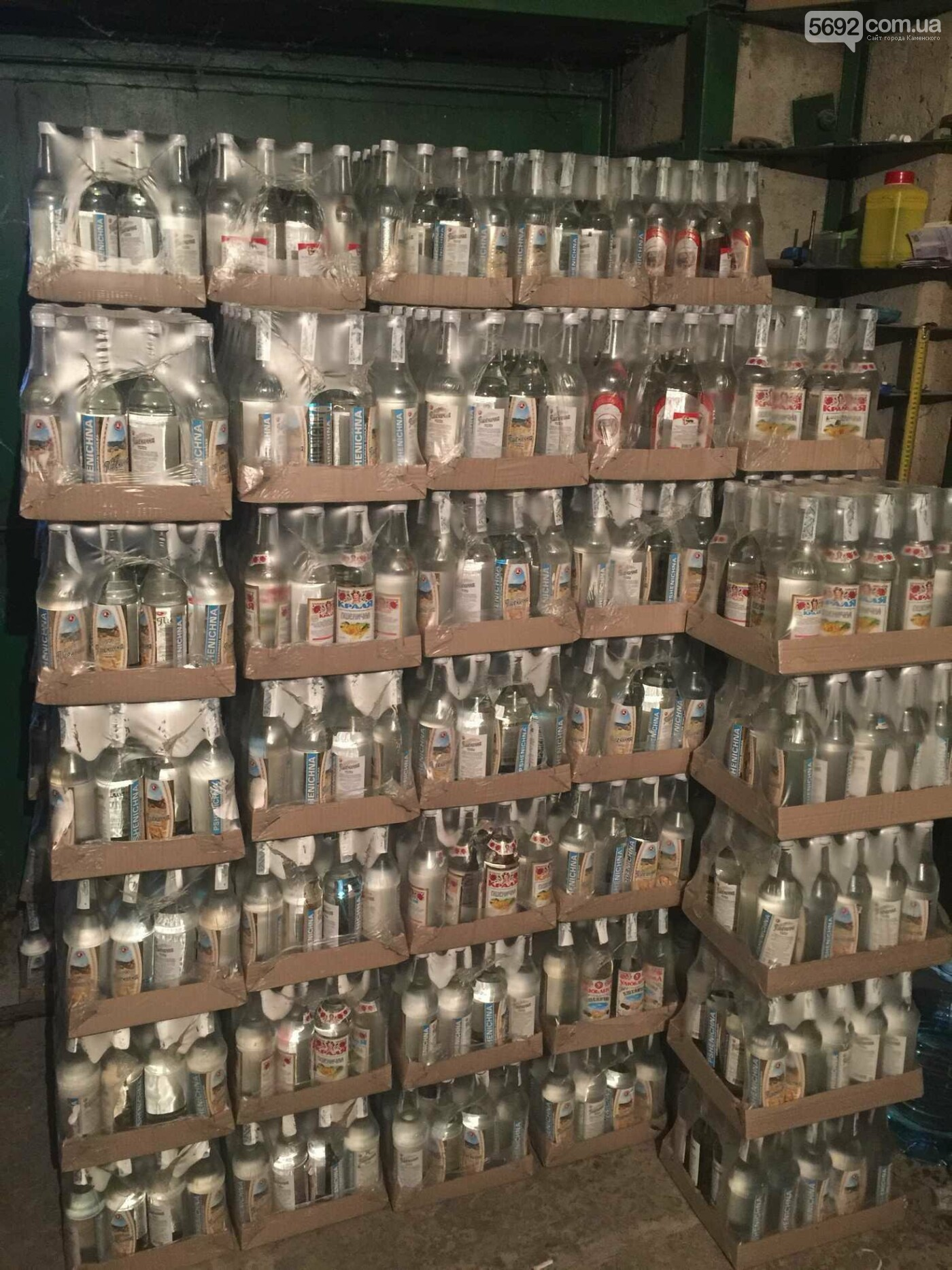 Прокуратура и полиция Каменского изъяли паленую водку, фото-5