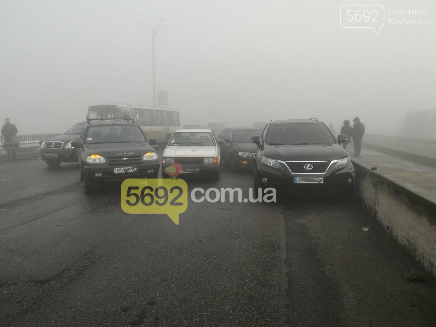 В Каменском на мосту произошло массовое ДТП, фото-1