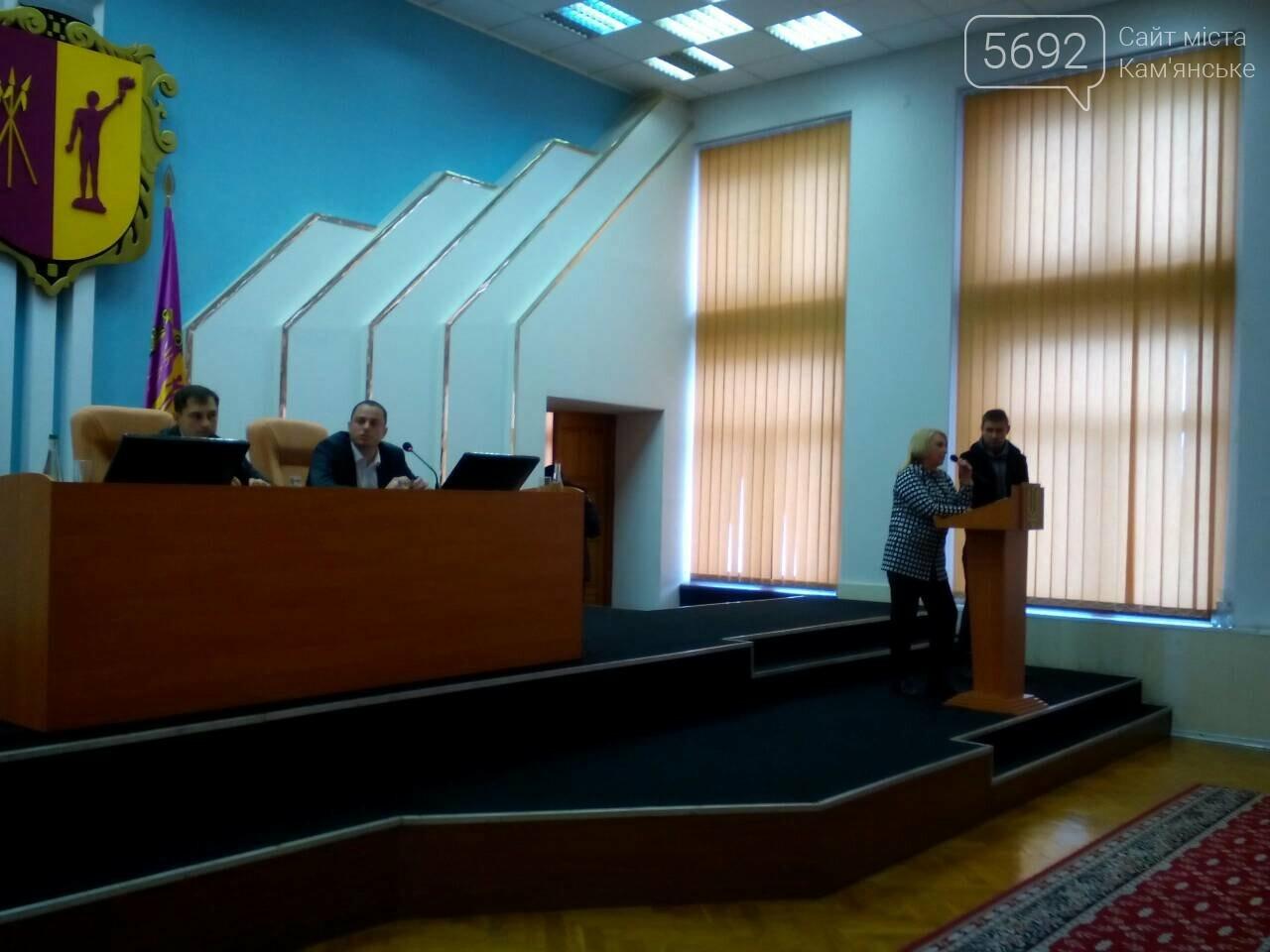 В Каменском сессия горсовета началась с потасовки, фото-3