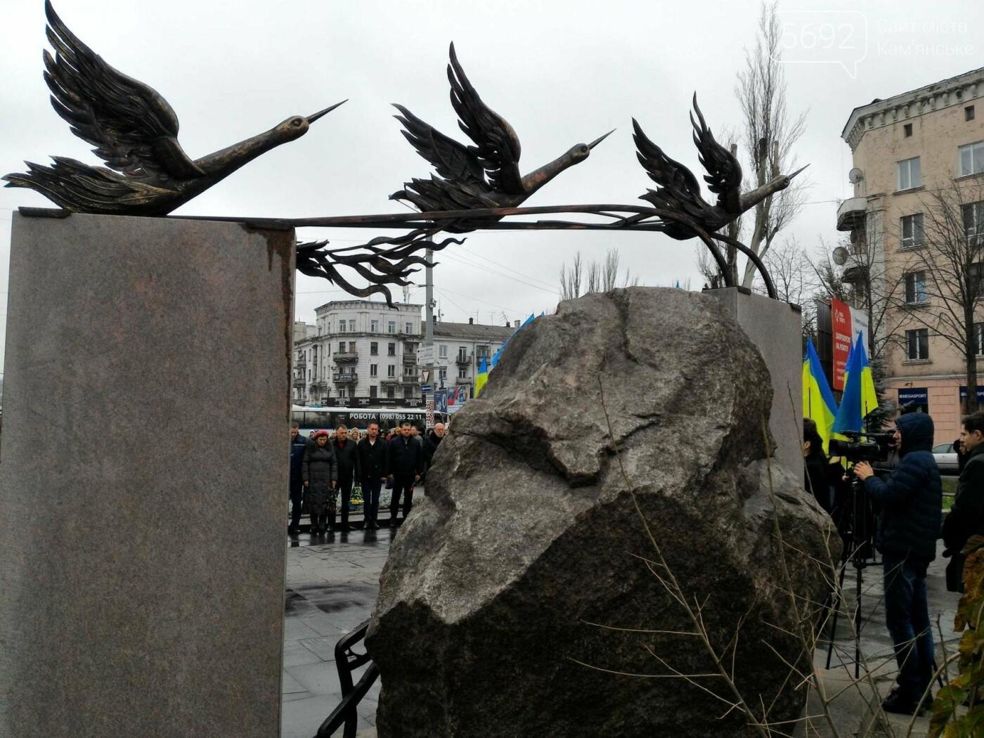 В Каменском возложили цветы к мемориалу бойцам АТО на майдане Героев, фото-4