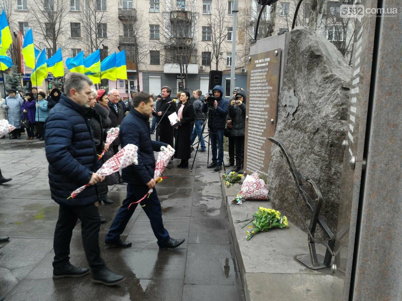 В Каменском возложили цветы к мемориалу бойцам АТО на майдане Героев, фото-14