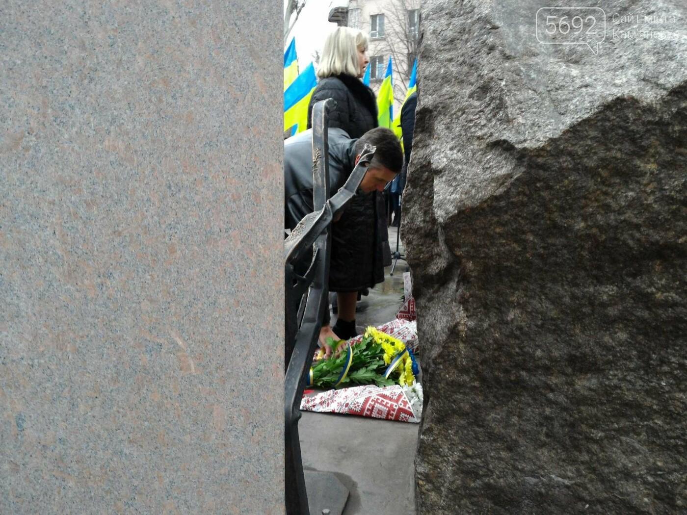 В Каменском возложили цветы к мемориалу бойцам АТО на майдане Героев, фото-10