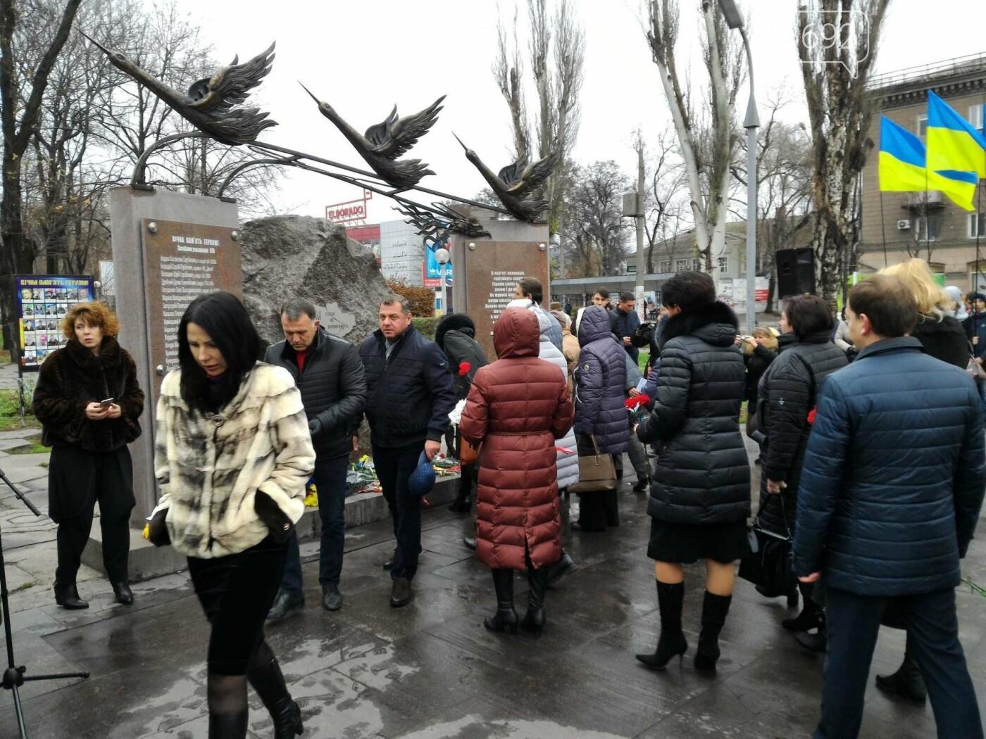 В Каменском возложили цветы к мемориалу бойцам АТО на майдане Героев, фото-6