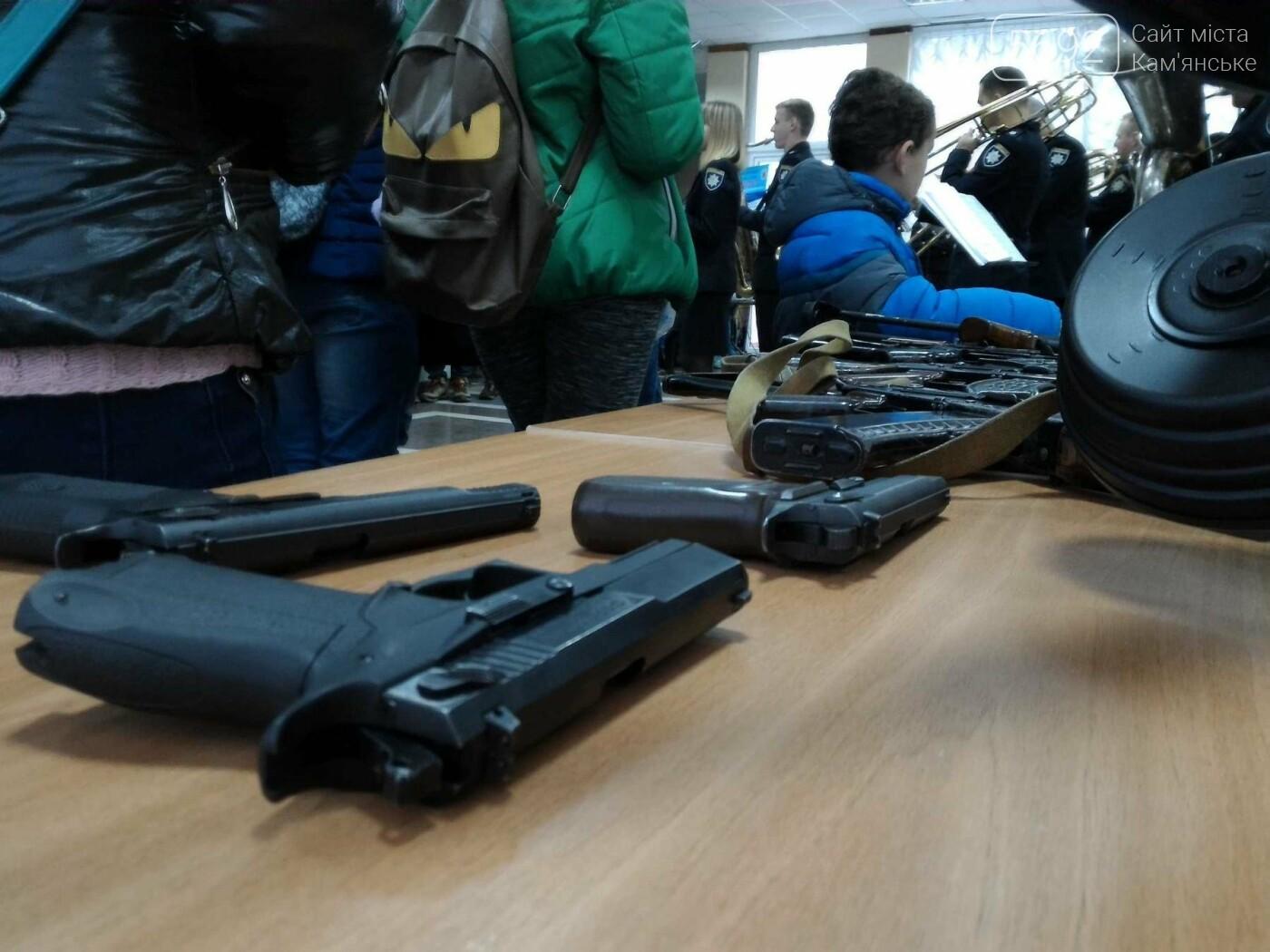 Школьников Каменского агитировали учиться на полицейских, фото-1