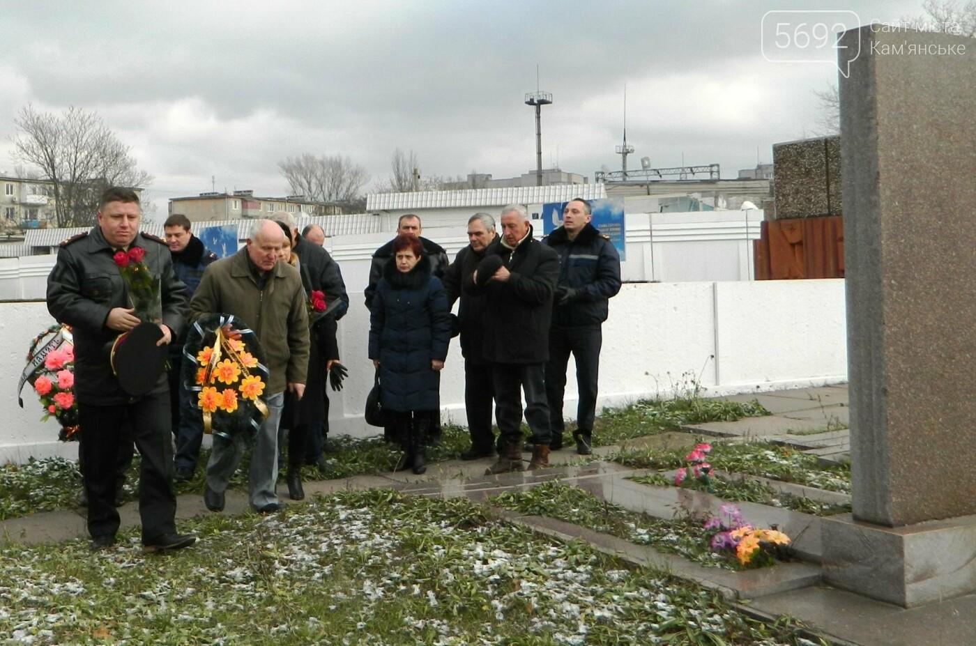 В Каменском спасатели почтили память коллег, погибших при исполнении служебных обязанностей, фото-1