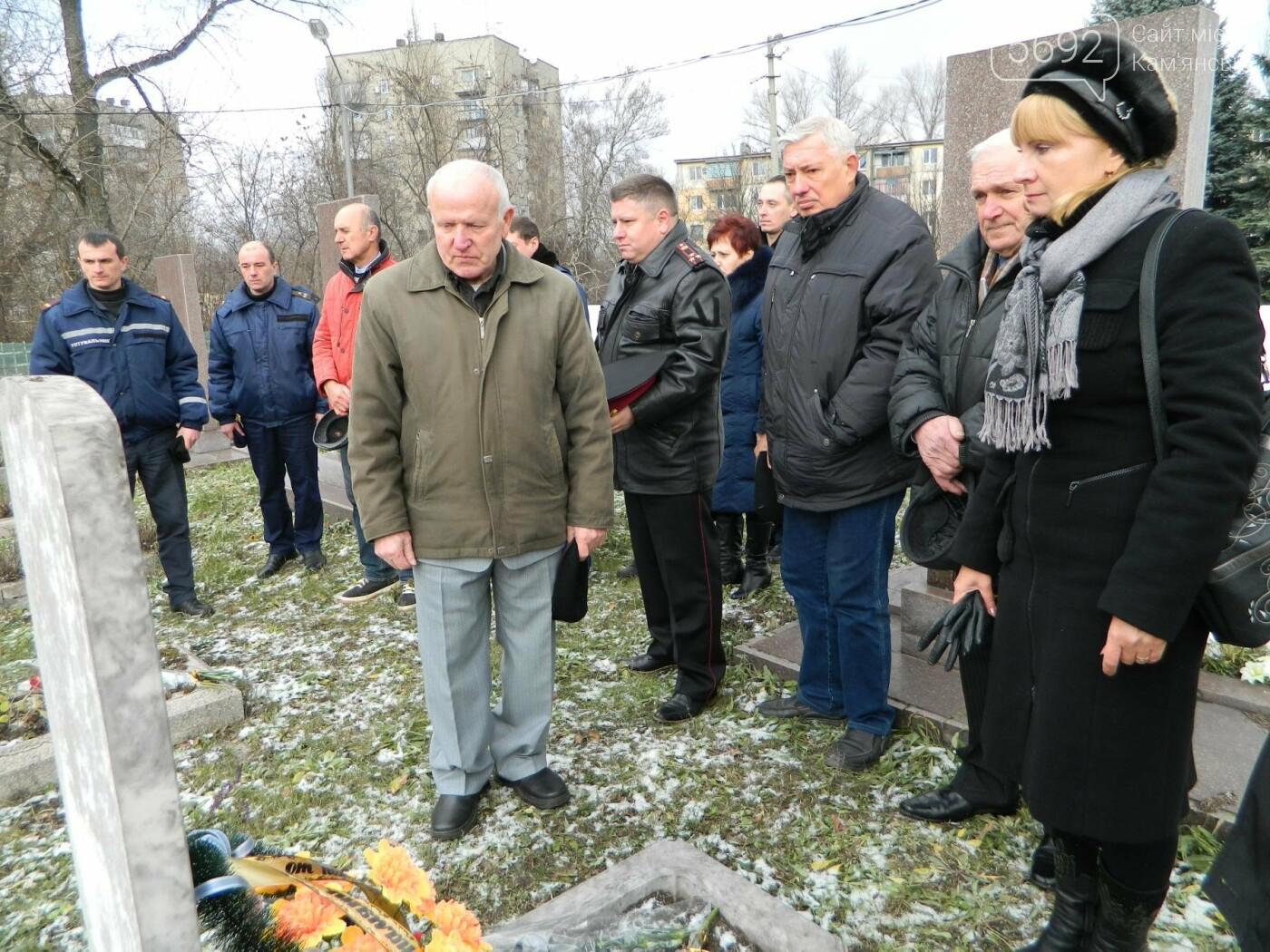 В Каменском спасатели почтили память коллег, погибших при исполнении служебных обязанностей, фото-4