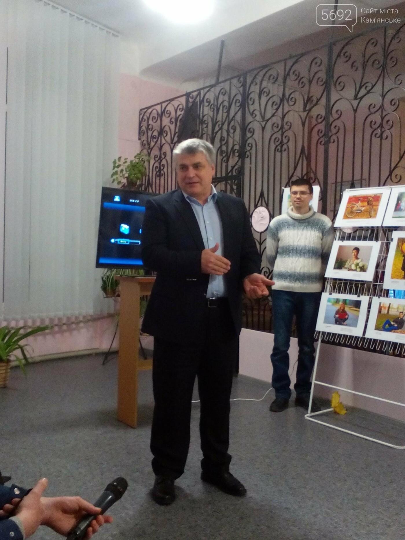 В Центральной библиотеке Каменского презентовали фотопроект «Осень создана для чтения», фото-9