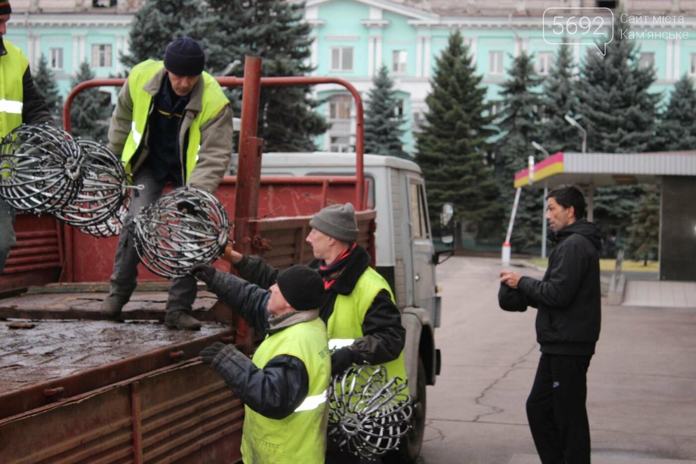 Главную елку Каменского взяли в аренду, фото-4