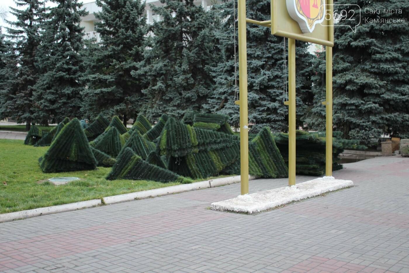 Главную елку Каменского взяли в аренду, фото-6