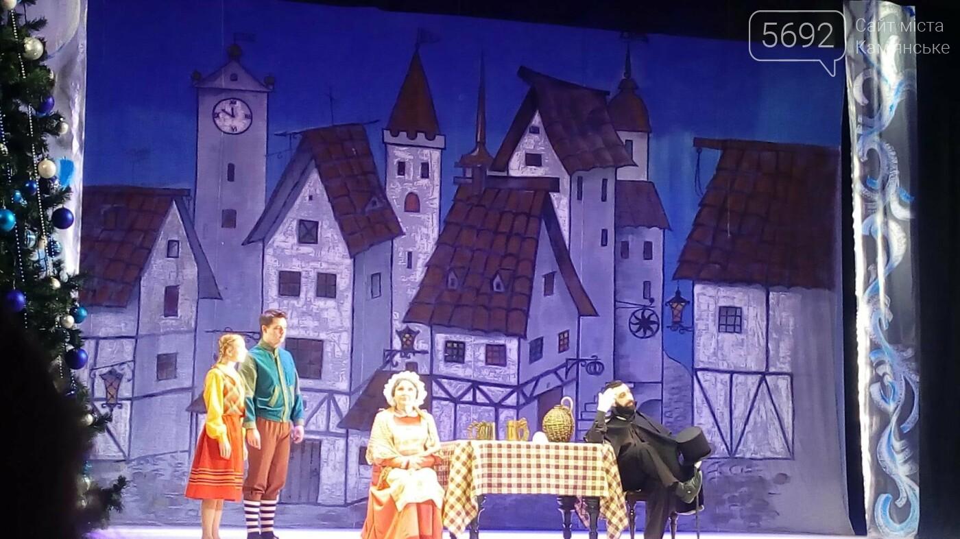 В Каменском театре юных зрителей поздравили спектаклем «Снежная королева», фото-5
