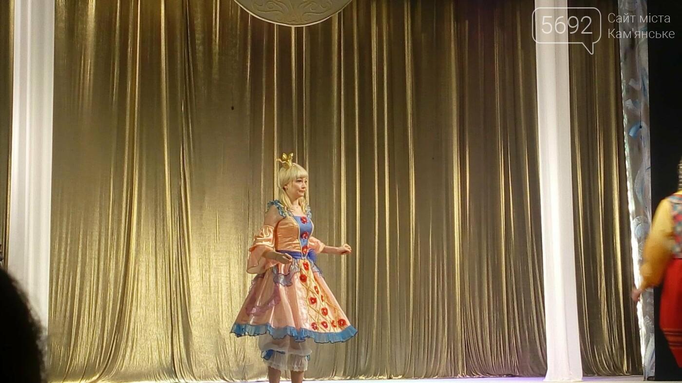 В Каменском театре юных зрителей поздравили спектаклем «Снежная королева», фото-6