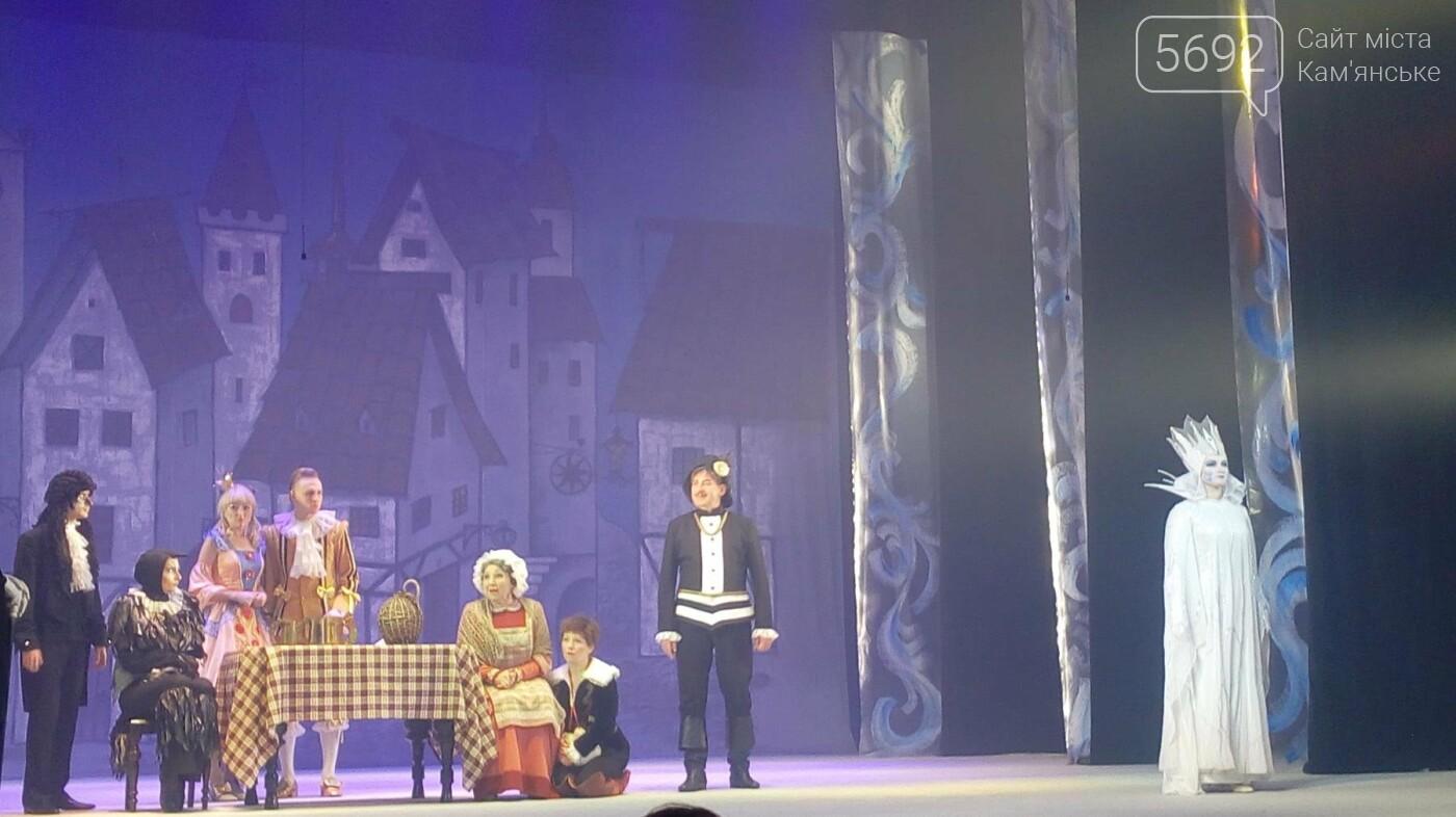 В Каменском театре юных зрителей поздравили спектаклем «Снежная королева», фото-2