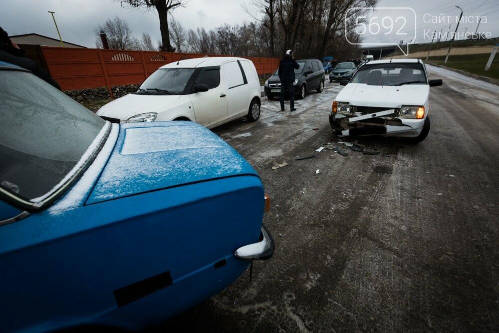 Не искупались: возле городского пляжа в Каменском столкнулись два авто, фото-1
