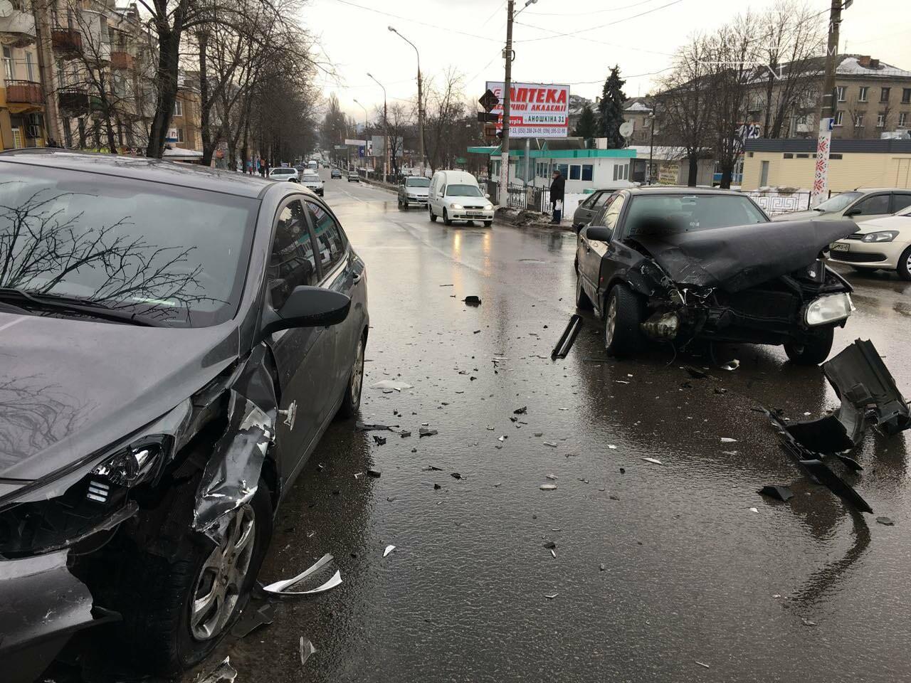 Очередное ДТП на аварийном перекрестке в Каменском, фото-1
