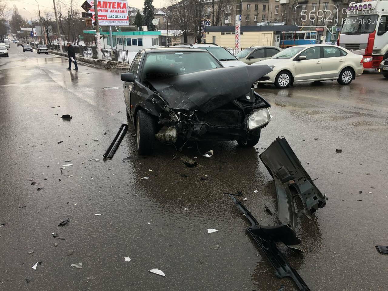 Очередное ДТП на аварийном перекрестке в Каменском, фото-4