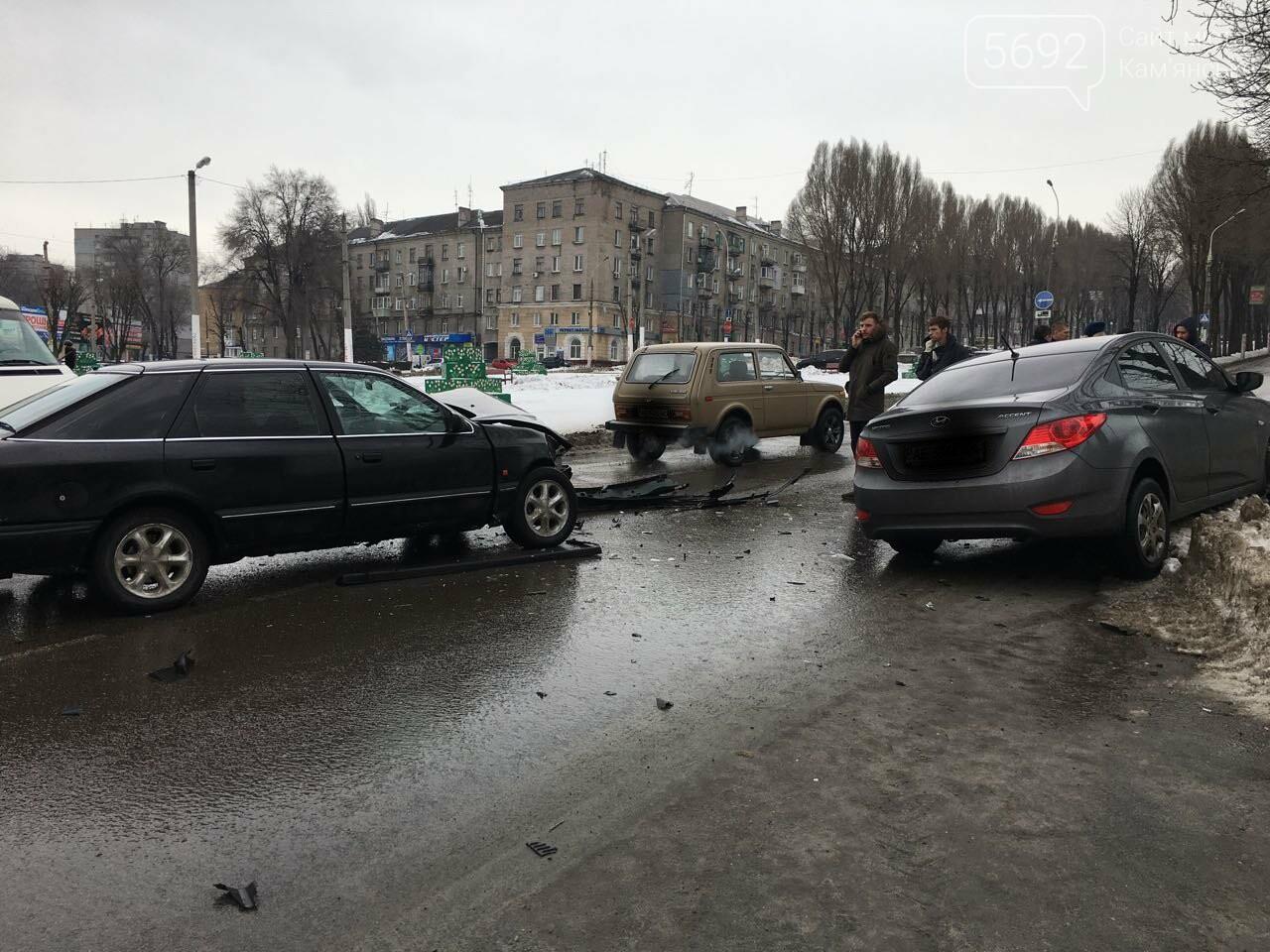 Очередное ДТП на аварийном перекрестке в Каменском, фото-3