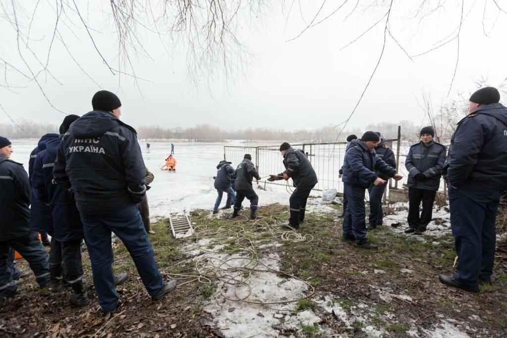 В Каменском «спасали» провалившихся под лед, фото-2