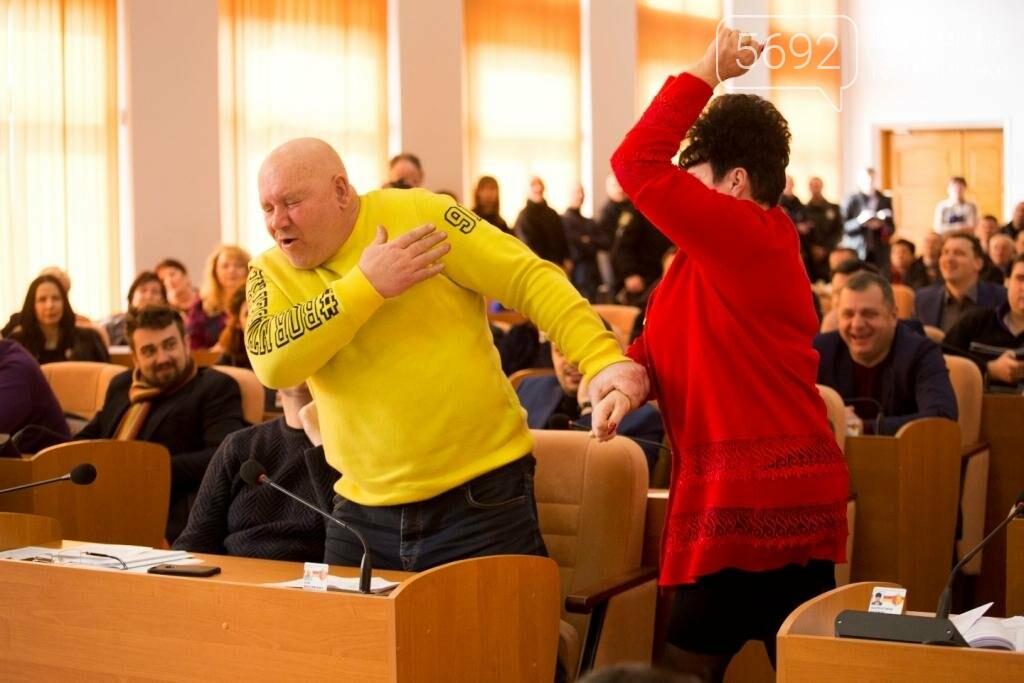Нашла коса на камень: в Каменском горсовете подрались депутаты, фото-5